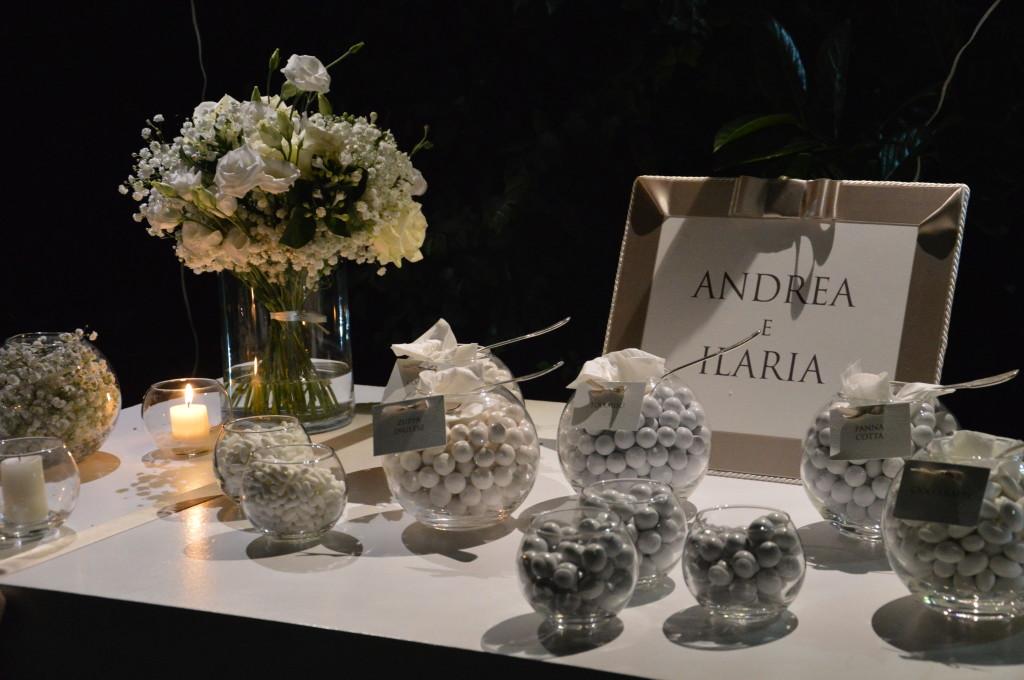 un minimal ed elegante corner di confetti total white